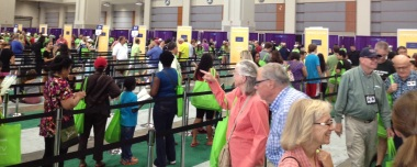 Hundreds Line Up For Signings