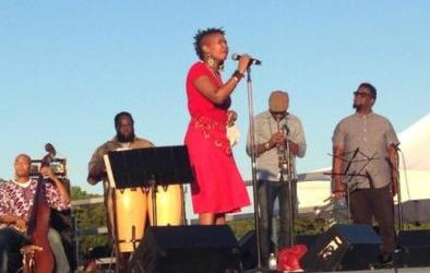 Akua Allrich, jazz vocalist and her group